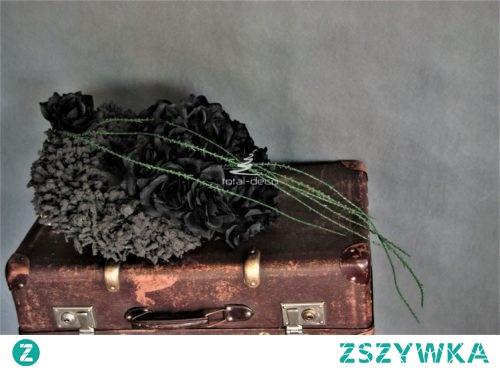Czarny wianek na wszystkich świętych z czarnymi różami
