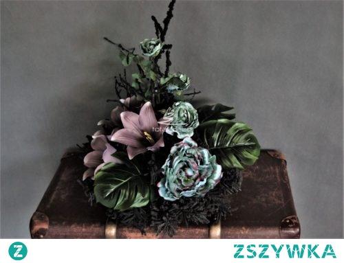 Stroik na cmentarz na czarnej flokowanej bazie florystycznej