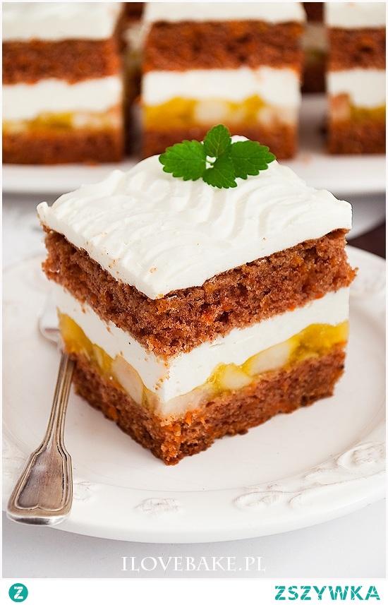 Ciasto marchewkowe z jabłkami i kremem