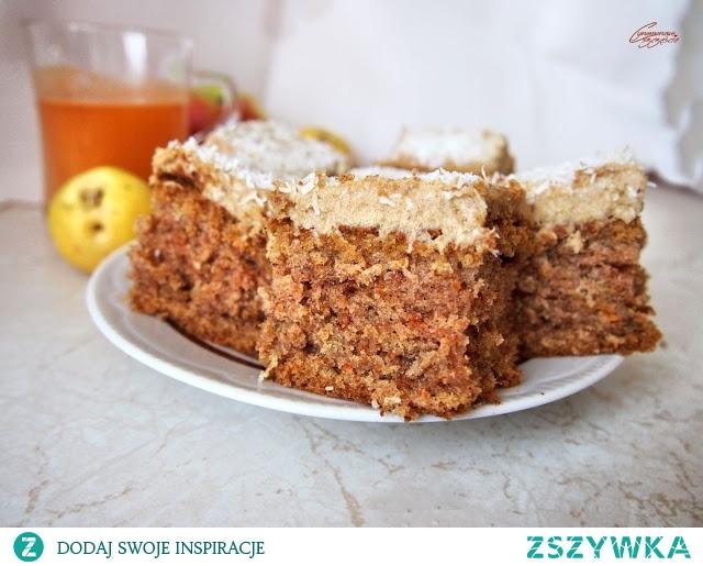 Ciasto marchewkowe z genialnym kremem daktylowym