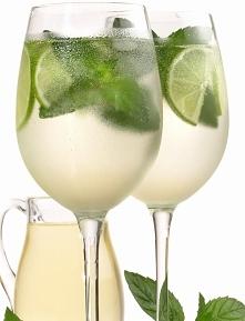 Lemoniada na winie musującym