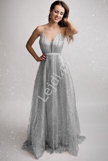 Długa suknia w srebrnym kol...