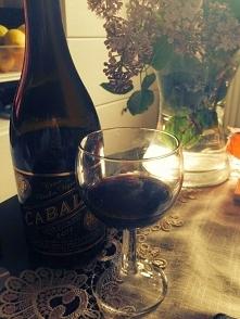 Wypijaj kieliszek czerwonego wina do obiadu, jeśli chcesz mieć zdrowe serce, ...