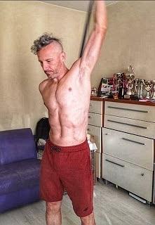 Mobilizacja stawów i mięśni to bardzo ważna rzecz w sporcie o której zapominamy. Ja tak mam mimo tego że codziennie rano trochę się mobilizuję ale to stanowczo za mało. Trzeba c...