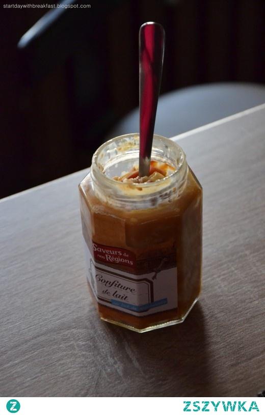 owsianka z nektarynką w słoiczku po konfiturze de lait