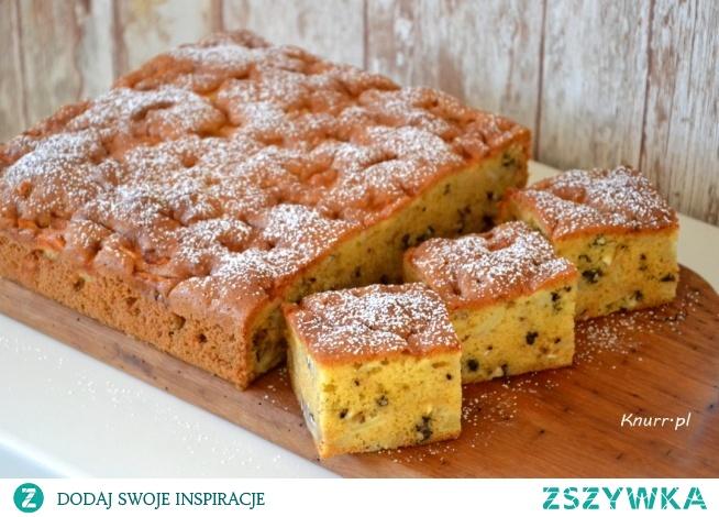 Idealnie puszyste i wilgotne ciasto z jabłkami i orzechami. Bajecznie prosty przepis na najlepsze z jesiennych ciast! Pycha!