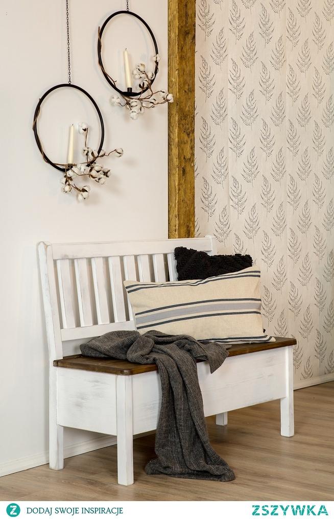 ławka z otwieraną skrzynią w kolorze antyczna biel z ciemnym siedziskiem