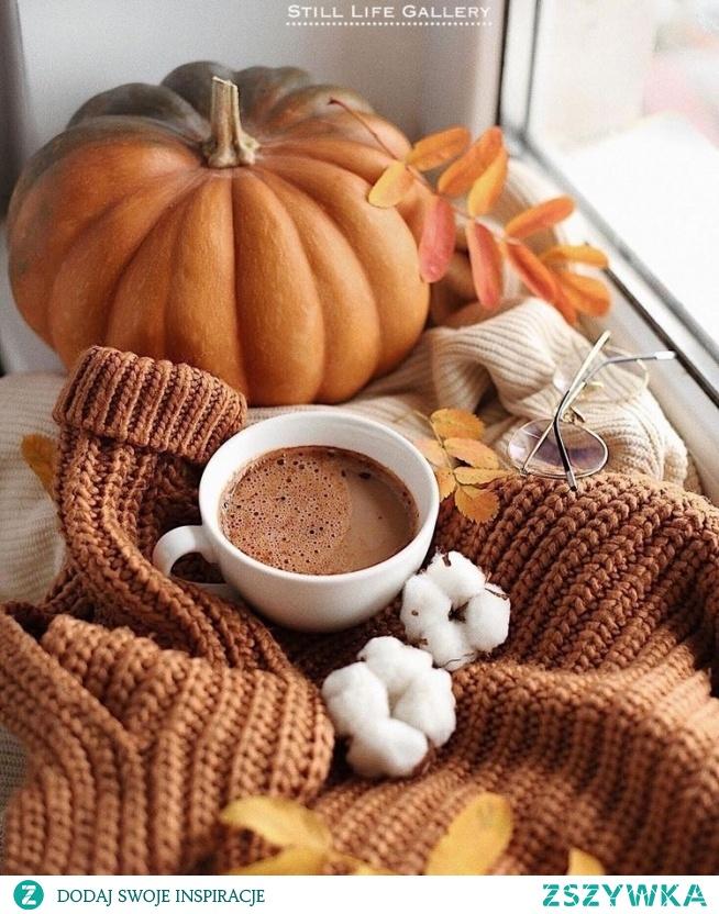 Zorganizuj ognisko z kiełbaskami  #4. Upiecz pianki Marshmallows  #5. Idź na grzyby  #6. Pozbieraj kolorowe liście  #7. Ugotuj jesienną zupę  #8. Załóż kalosze i poskacz po kałużach  #9. Zrób cydr jabłkowy  #10. Zapal świeczki zapachowe w pokoju  #11. Wypij gorące kakao  #12. Zagraj w gry planszowe z rodziną  #13. Kup sobie ciepły sweter  #14. Weź długą, ciepłą kąpiel w wannie  #15. Zrób sobie dzień w piżamie i ciepłych skarpetkach  #16. Zorganizuj wieczór filmowy  #17. Upiecz w piekarniku jabłka z miodem, orzechami i cynamonem  #18. Przygotuj przebranie na Halloween  #19. Wydrąż dynię i wykorzystaj miąższ oraz pestki  #20. Zrób sobie sesję zdjęciową na polu kukurydzy  #21. Spróbuj pieczonych kasztanów  #22. Pozbieraj szyszki i stwórz z nich stroik  #23. Zaparz sobie aromatyczną herbatę  #24. Przeczytaj minimum 1 książkę  #25. Naucz się robić na drutach  #26. Zrób sobie naszyjnik z jarzębiny  #27. Kup jakiś ciuch w czerwonym albo musztardowym kolorze  #28. Upiecz ciasteczka owsiane z rodzynkami  #29. Zacznij ćwiczyć, aby Nowy Rok powitać w obcisłej sukience