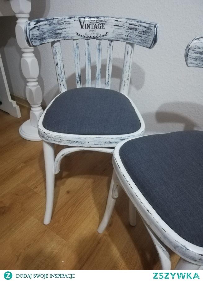 Krzesła shabby vintage, uratowanie przed spaleniem