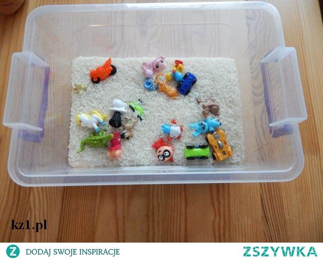 Wspaniała zabawka z ryżu i zabawek z Kinder jajka.