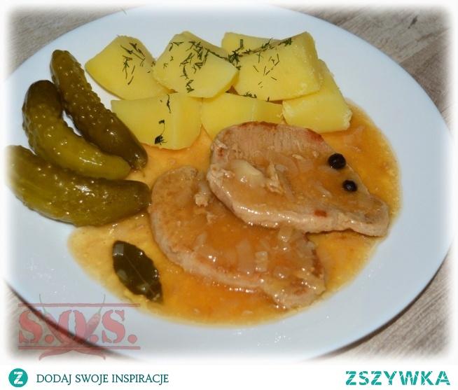 Schab w sosie własnym - pyszny sposób na mięsne danie;) Jest soczysty, miękki i bardzo aromatyczny. W sam raz do podania z ziemniakami, kluskami, kaszą lub ryżem.