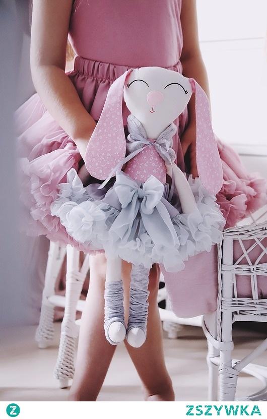 Malina króliczek baletnica 45 cm