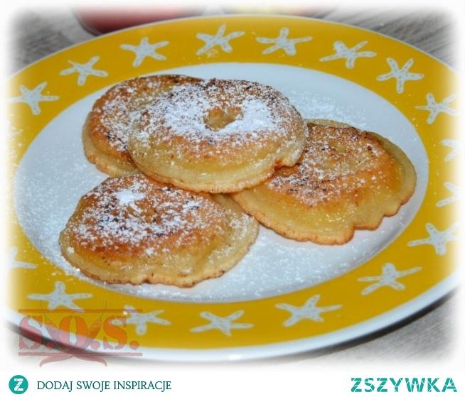 Jabłka w cieście to bardzo smaczne danie w sam raz dla dzieci oraz łasuchów lubiących słodkości;-)