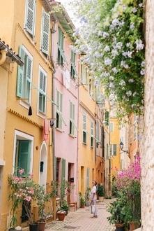 Kolorowe budynki, Francja, ...