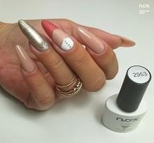 Beżowo złote paznokcie
