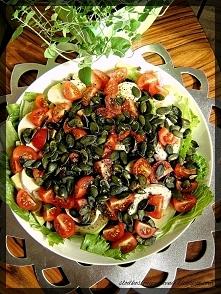 Sałatka z awokado i pomidor...