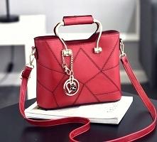 Klasyczna, mała torebka na ramię, z przegródkami, wiele kolorów. --> sprawdź
