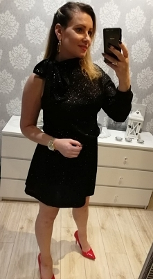 Brokatowa sukienka...Klikni...