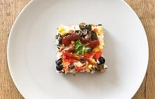 Szybka pizza na chlebie tostowym to idealny pomysł na pyszną kolację. Jest sm...