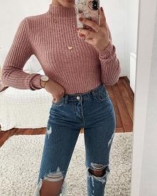 Jesienna stylizacja z różowym sweterkiem