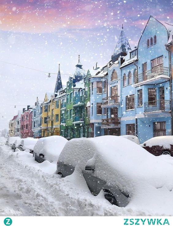 Puzzle online: kolorowe, zaśnieżone miasto Helsinki, Finlandia