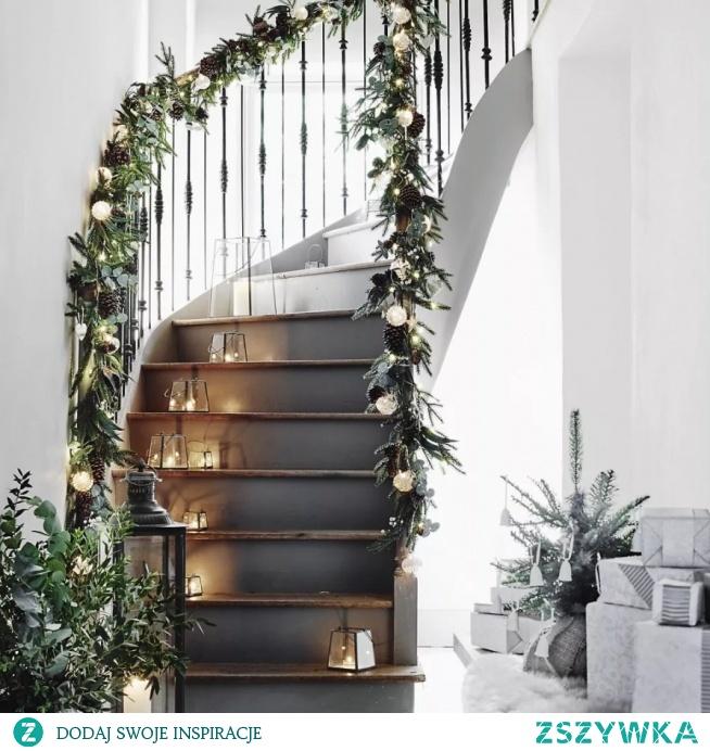 Dekoracja świąteczna na schody...