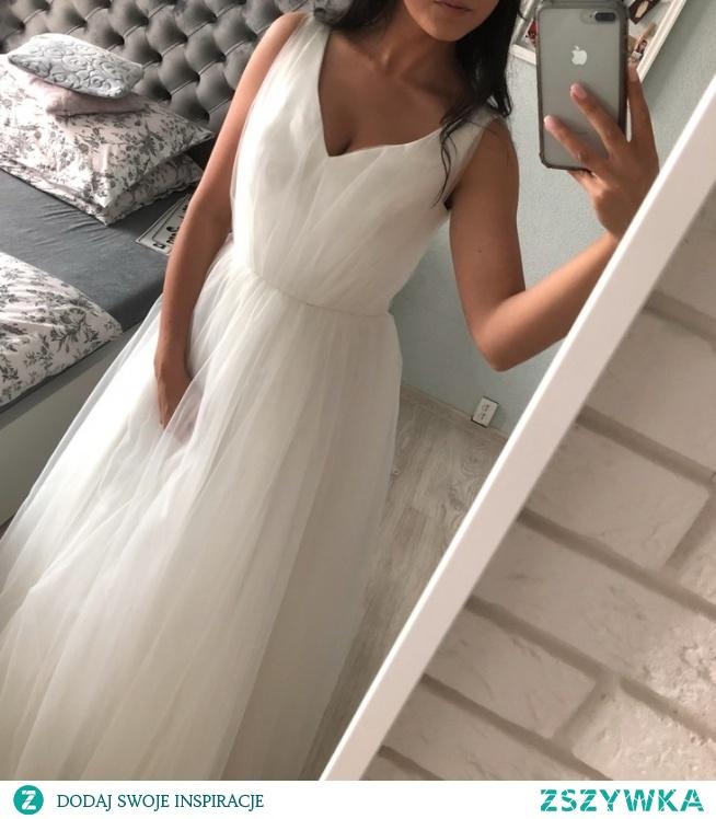 Potrzebuję pomocy. Nie natknęła się któraś z Was ostatnio na taką sukienkę lub podobną?  Zdjęcie zapożyczone z ogłoszenia, ale ta jest szyta na 163, a potrzebuje tak mniej więcej na 168. Z góry dzięki