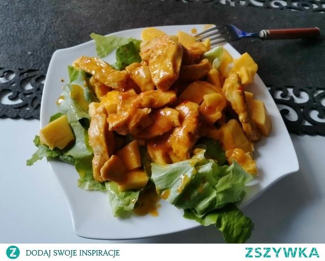 Sałatka z kurczakiem chilli i mango