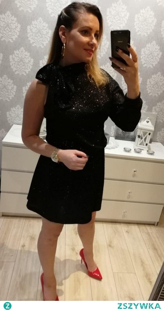 Brokatowa sukienka...Kliknij w zdjęcie by przejść do produktu.