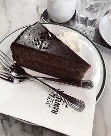 Mocno czekoladowe, wilgotne...
