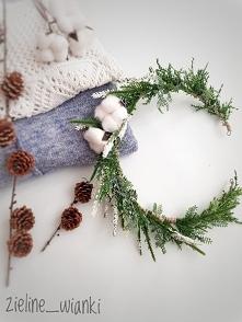 zimowy wianek z kwiatami ba...