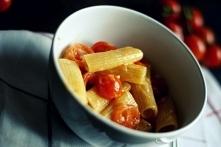 Rigatoni z pomidorkami kokt...