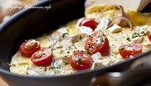 Omlet i pomidorki koktajlowe