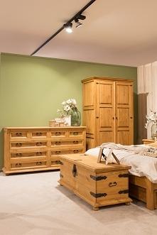 woskowane meble do sypialni...