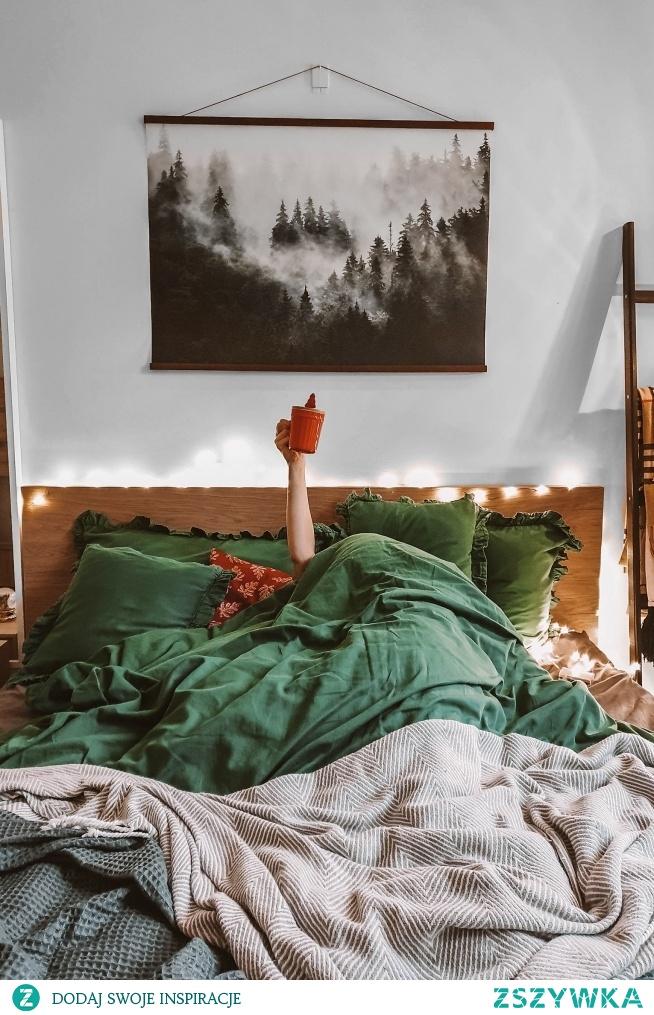 """Pościel w kolorze butelkowej zieleni idealnie sprawdzi się w okresie Bożego Narodzenia - jako prezent lub jako element naszej sypialni :)  """"Sen o Lesie"""" znajdziesz w Nasze Domowe Pielesze"""