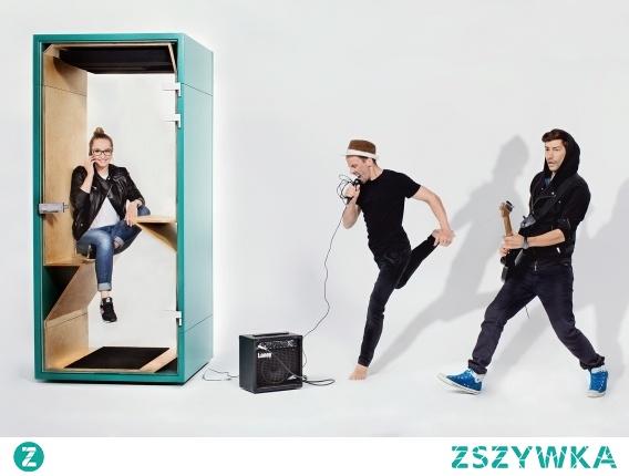 Budka akustyczna - nowoczesna alternatywa dla wygłuszonego pomieszczenia konferencyjnego. A do tego mobilna! To pomysł na ulepszenia biura dla każdego!