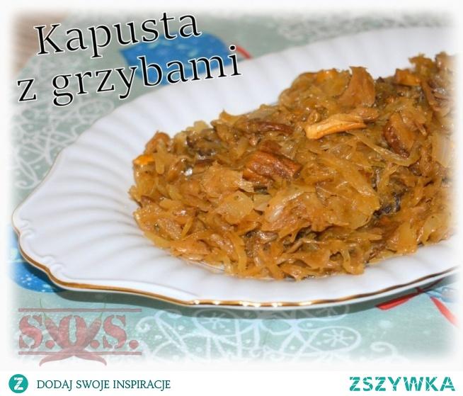 Kapusta kiszona duszona z cebulką i suszonymi grzybami – prosta… smaczna… tradycyjna;)