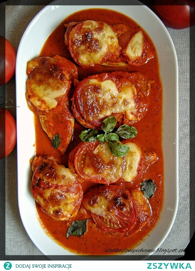 Piersi z kurczaka zapiekane w sosie paprykowo-pomidorowym :)