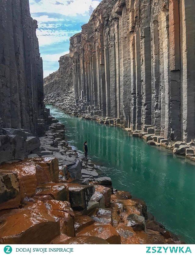 Gigantyczny bazaltowy kanion w Islandii