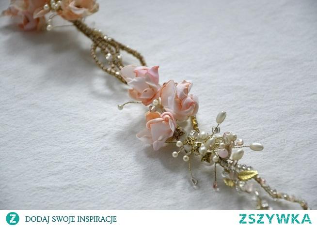 Ślubny wianek do włosów z naturalnymi kamieniami oraz kwiatami.  Łucja Zając Atelier