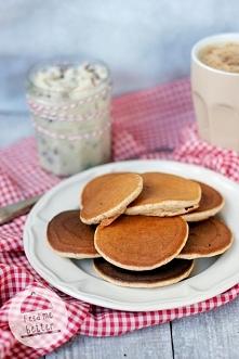 Lekkie placki orkiszowe (pancakes).