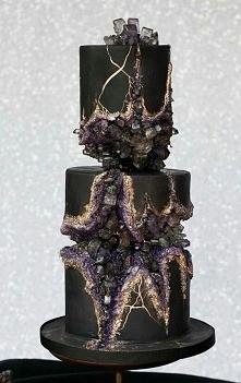 tort  minerały