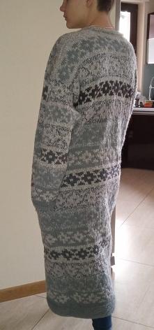 Bardzo długi sweter na drut...