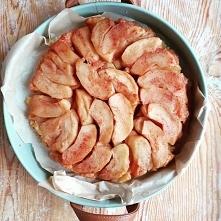 Tarta tatin Pyszna tarta z karmelizowanymi jabłkami. Wspaniały deser do kawy
