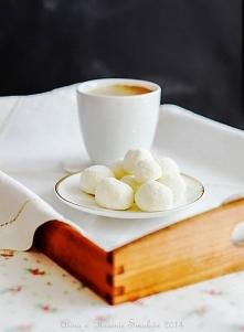 Białe trufle o smaku Rafaello