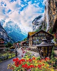 Szwajcarska dolina wodospad...