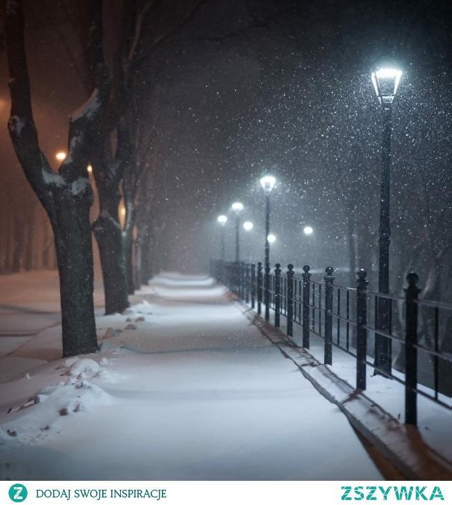Skrzypienie śniegu , kryształki lodu pod butami *
