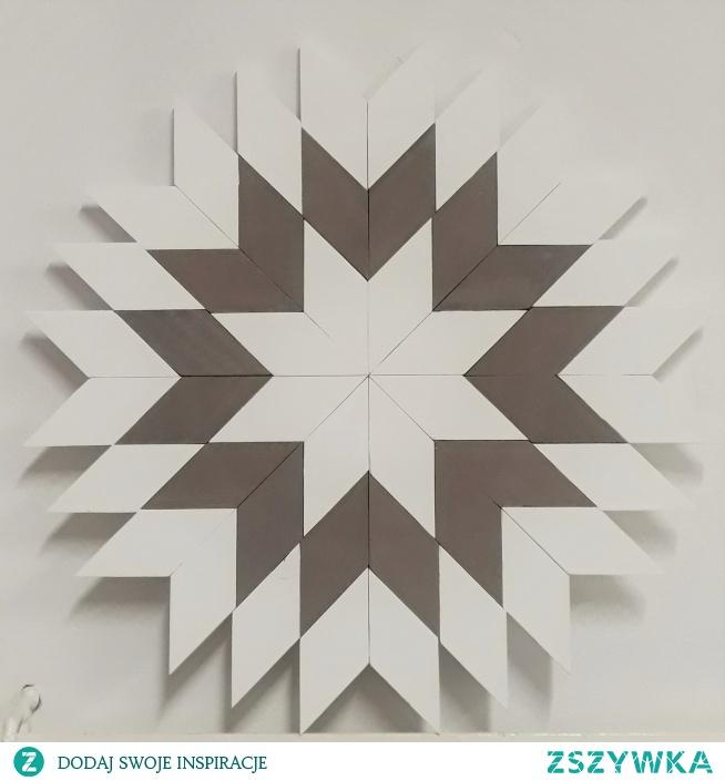 Ręcznie wykonana dekoracja z drewnianych elementów. Wspaniale wygląda w każdym wnętrzu. pieknerzeczy.com.pl