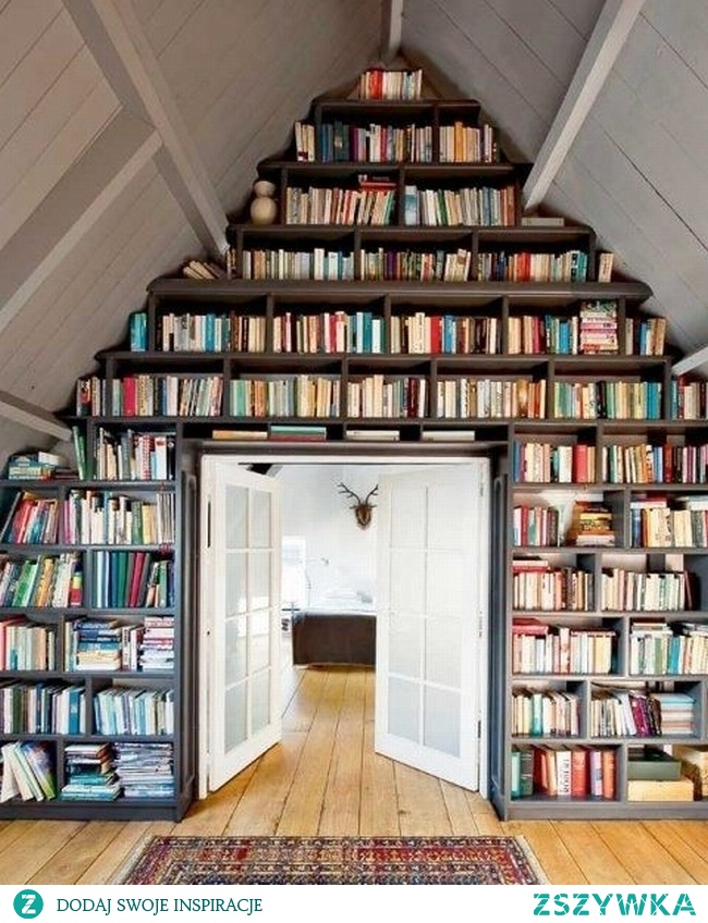 Pomysły - chcielibyście miec taką bibliotekę w domu?  Pomimo, tego, że ciężko byłoby sięgnąć na najwyższą półkę ja bym chciała :)