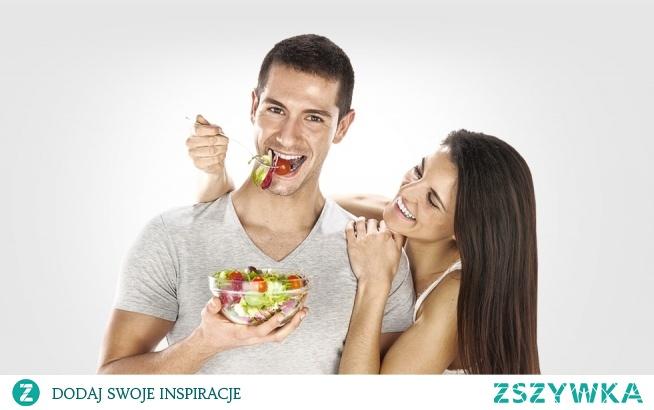 Kompleksowa zdrowotna opieka DIETETYCZNO-TRENINGOWA  Dieta dla dwojga! Zadbaj o zdrowie wspólnie! Dla osób, które wspólnie mieszkają lub razem gotują, zawsze dopasowujemy posiłki w taki sposób, aby dieta miała części wspólne, dzięki temu jej utrzymanie jest wygodniejsze, łatwiejsze i tańsze.  kliknij w zdjęcie po informacje